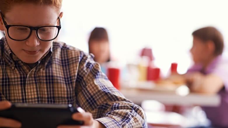 Adicción a Internet de niños y adolescentes